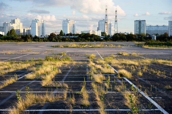 Friche urbaine typique