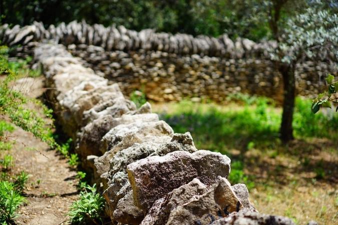 Mur en technique de pierre sèche