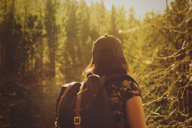 Naturaliste en randonnée mystique
